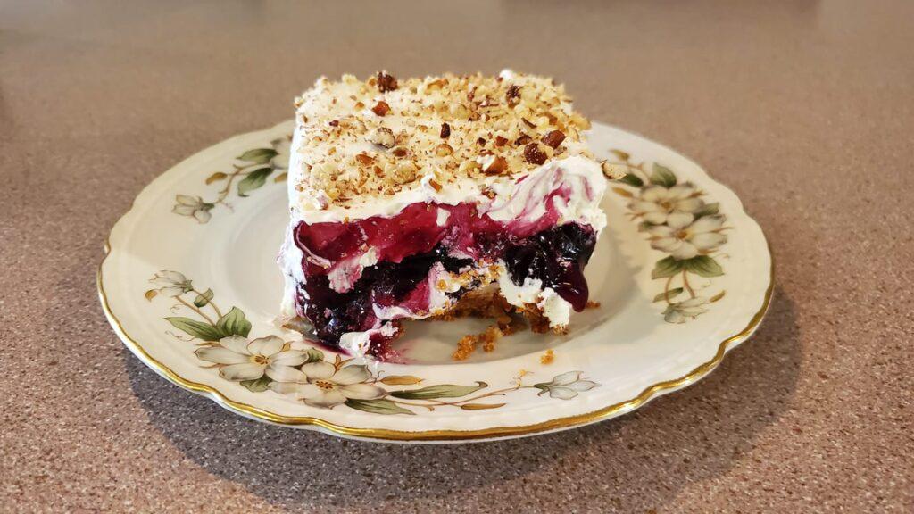 Aspen leaf blueberry lush cake